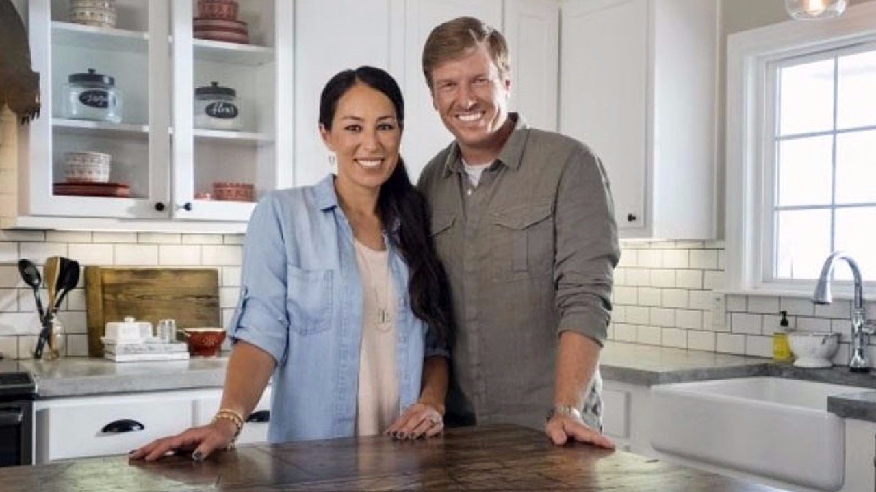 chip gaines of 39 fixer upper 39 to open new store. Black Bedroom Furniture Sets. Home Design Ideas
